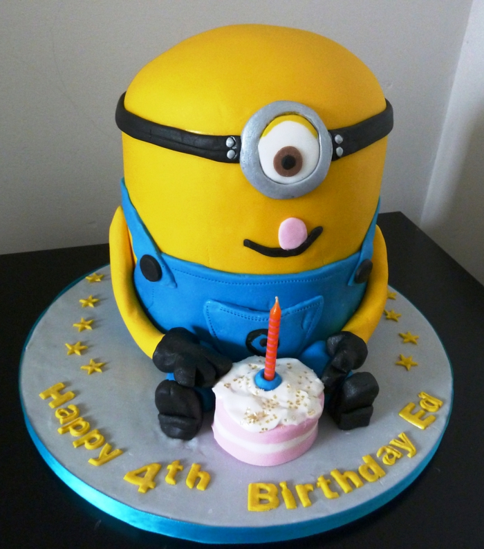 gâteau d'anniversaire minions