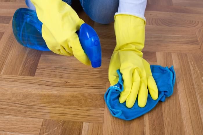 le pqrauet brut est facile à nettoyer à condition de ne pas le tacher