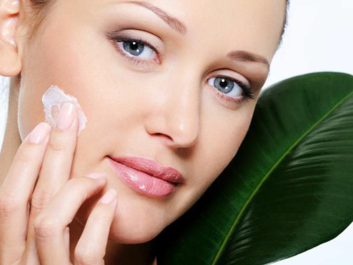 l'huile de coco est parmi les ingrédients les plus utilisés dans les recettes maison naturelles pour le visage