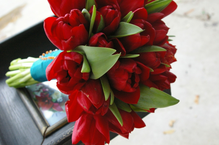 bouquet de mariée de tulips rouges