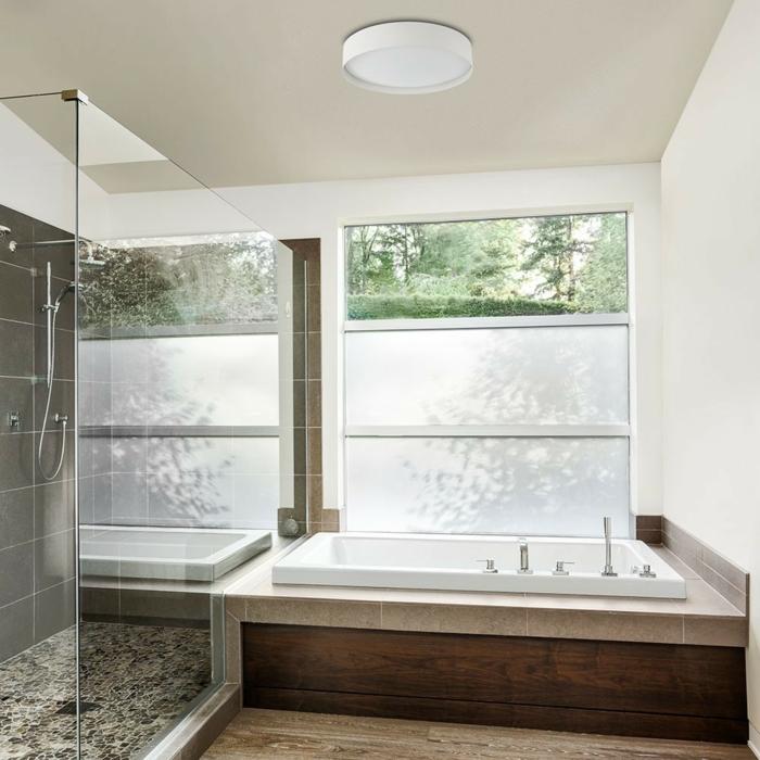 Luminaire salle de bains comment choisir l 39 clairage id al for Installer miroir salle de bain