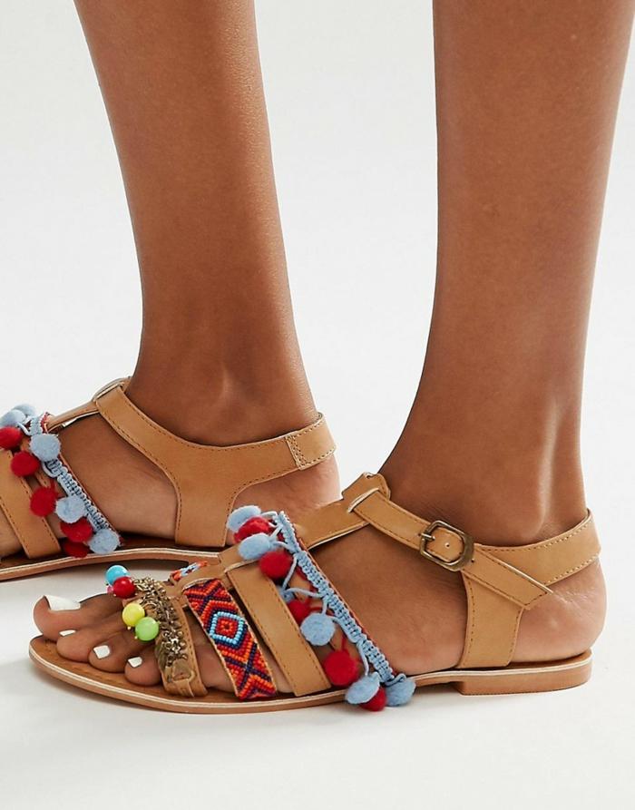 sandales-plates-pompon