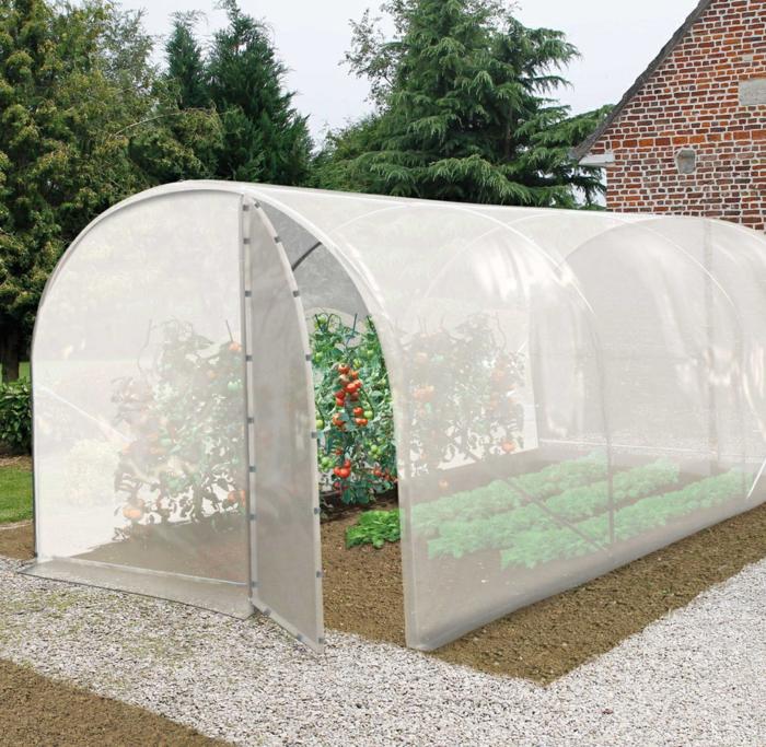 par exemple c'est une serre de jardin tunnel de 24m²