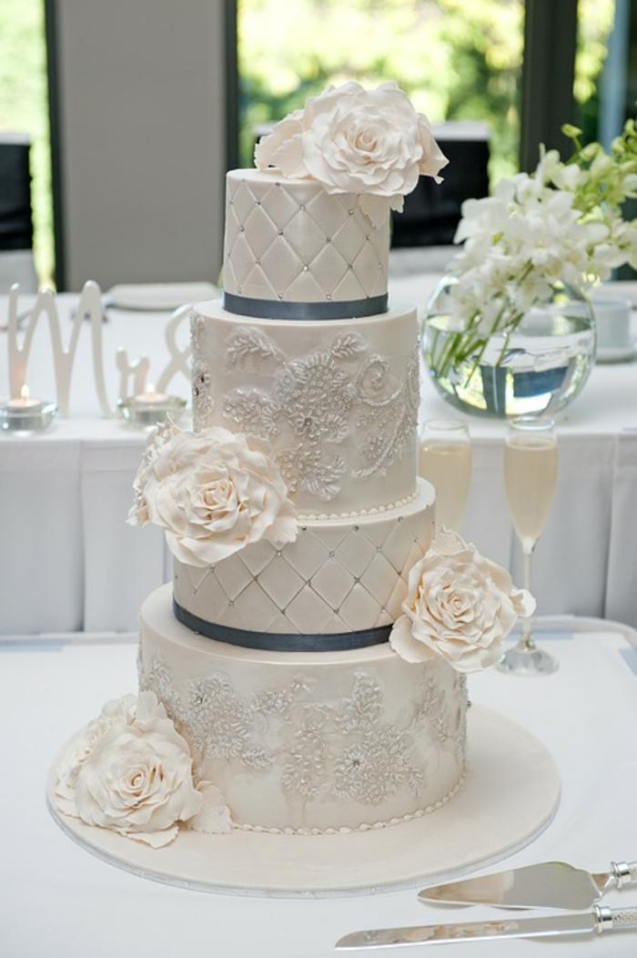 par exemple c'est une tarte mariage classique à quatre étages