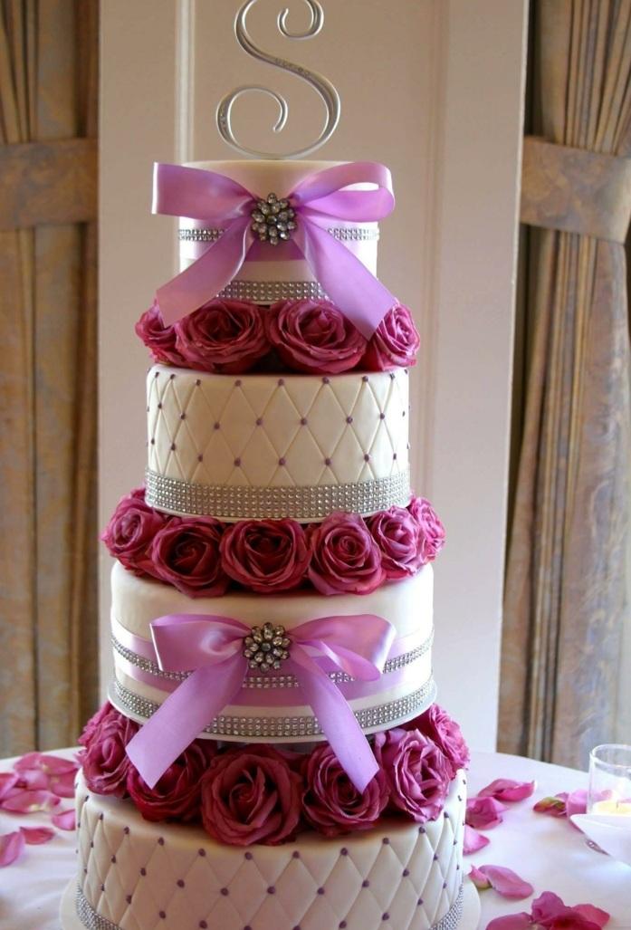 par exemple c'est une tarte avec des roses et des rubans