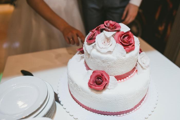 par exemple c'est une tarte décorée de fleurs de sucre