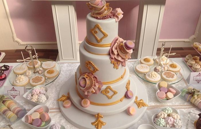par exemple c'est une tarte mariage avec des macarons
