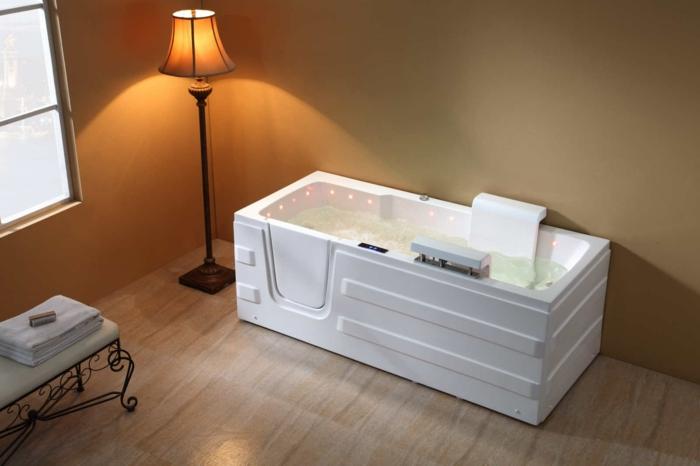 par exemple c'est une baignoire longue à porte avec siège