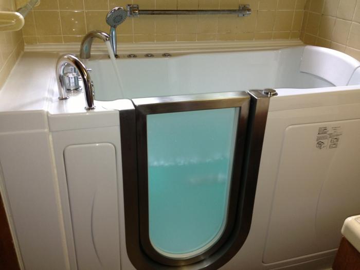 par exemple c'est une baignoire avec douche