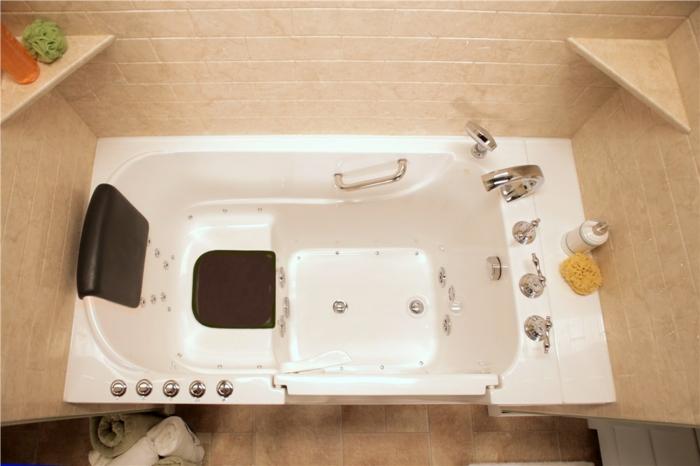 effectivement c'est une baignoire à double drainage