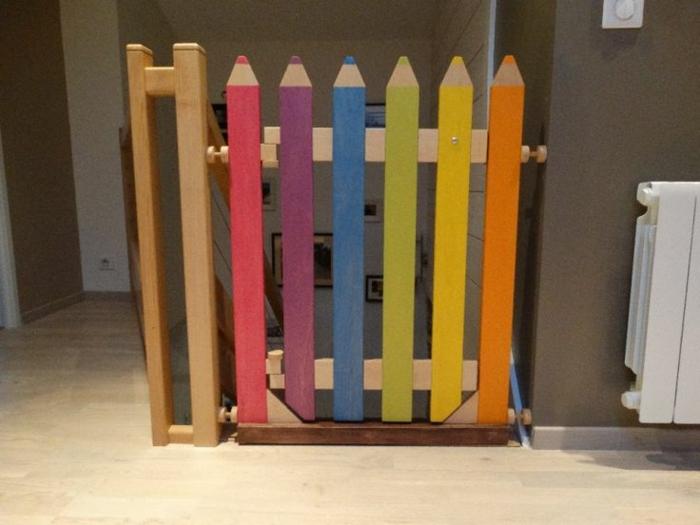 barrière escalier crayons