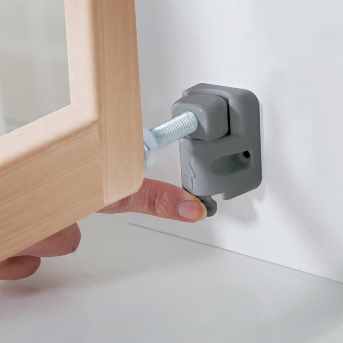 barrière de sécurité extensible en bois avec fixation murale