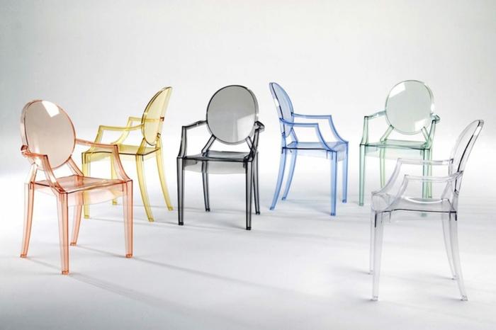 chaise transparente en couleurs différentes