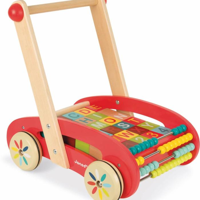 chariot pousseur avec l'alphabet jouet en bois
