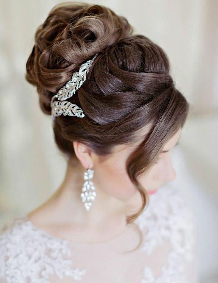 chignon-coiffure-mariage-avec-accessoires-pour-les-cheveux