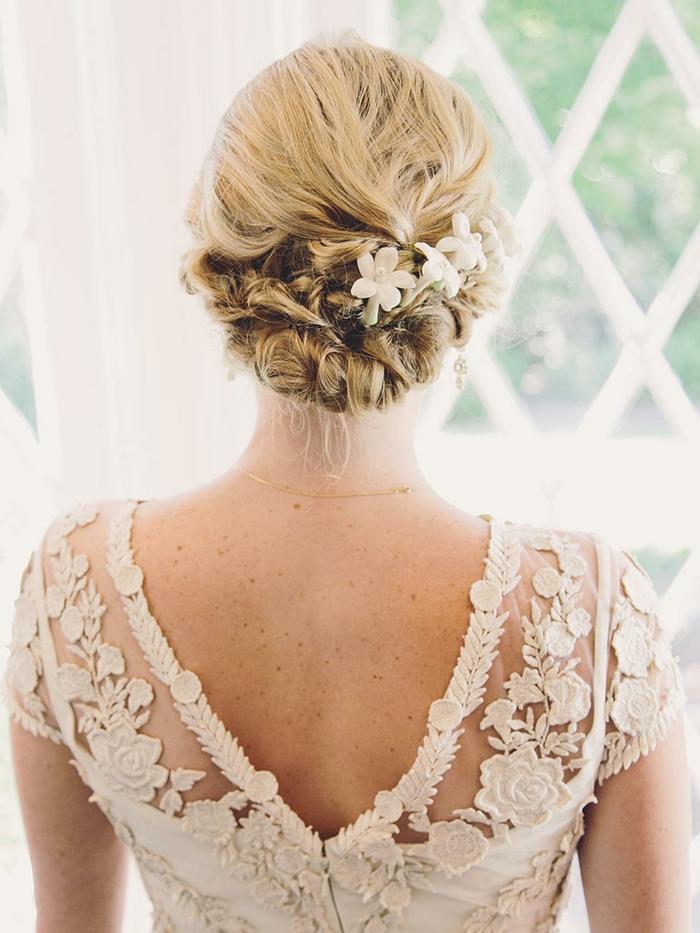 coiffure mariage femme - idées en photos pour vous inspirer avec fleurs