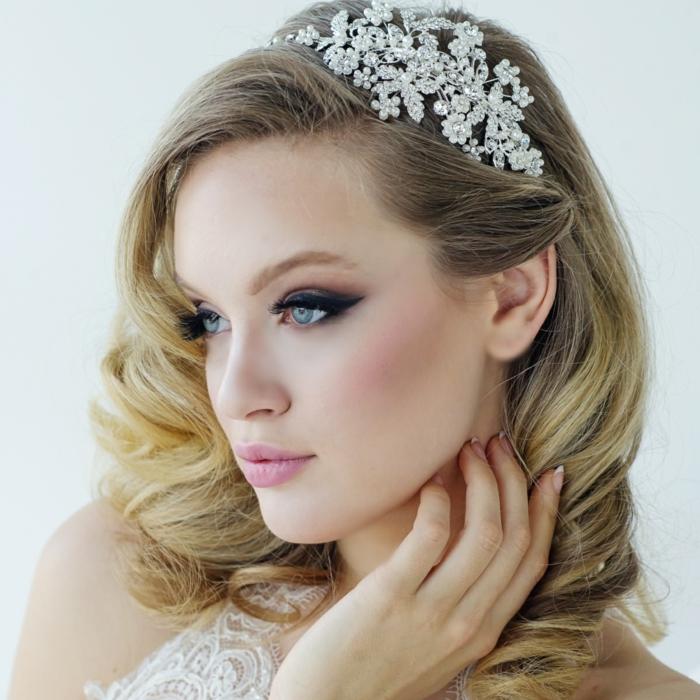 cristaux dans les cheveux,coiffure mariage femme - idées en photos pour vous inspirer