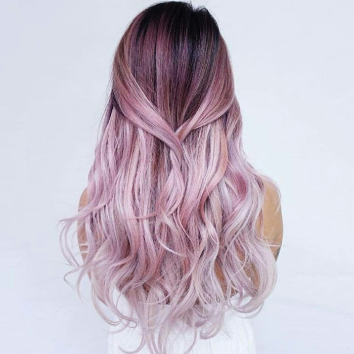 Coloration cheveux rose gris