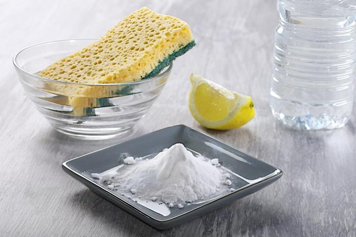 Conseils comment nettoyer un canap en tissu et enlever les taches - Bicarbonate de soude pour nettoyer ...