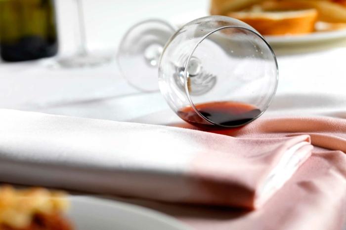 comment nettoyer un canapé en tissu taches de vin rouge