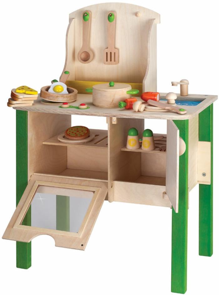 cuisine en bois pour une petite fille, jouet en bois