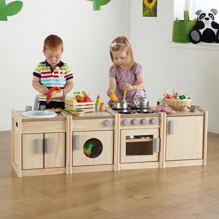 cuisine en bois pour une petite fille, jouet en bois pour les enfants