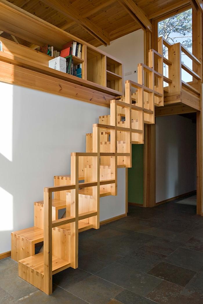 escalier japonais construit entièrement en bois