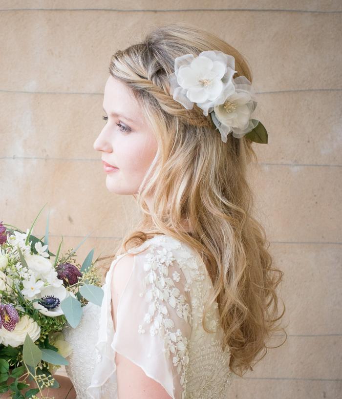 fleurs,coiffure mariage femme - idées en photos pour vous inspirer avec une tresse