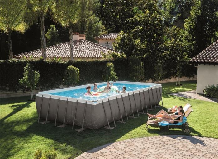 par exemple c'est une piscine tubulaire de grande taille pour toute la famille