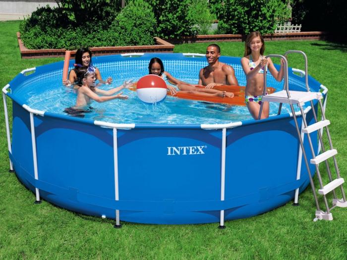 par exemple c'est une piscine tubulaire ronde en pvc et acier