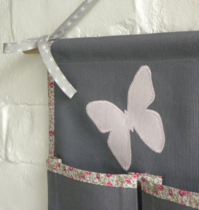 rangement mural tissu gris et rose