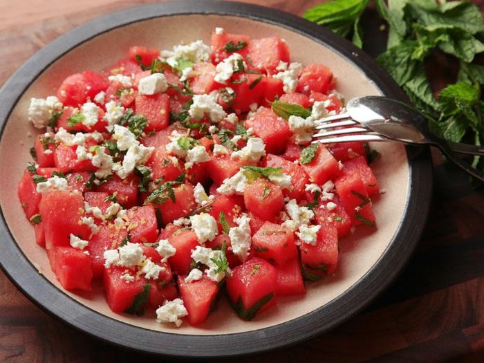 salad-watermelon-and-cheese-desert-d'été-salade