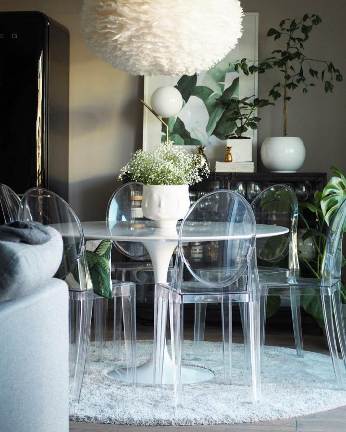 Chaise Transparente Pour Une Piece A La Mode
