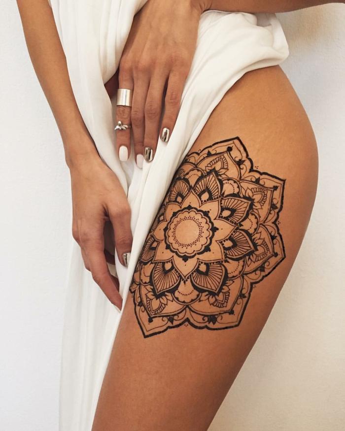 très moderne tatouage mandala
