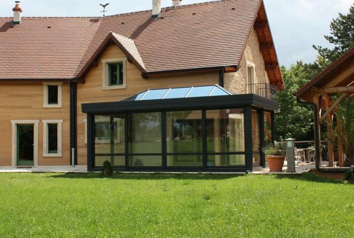par exemple c'est une véranda avec toit en polycarbonate