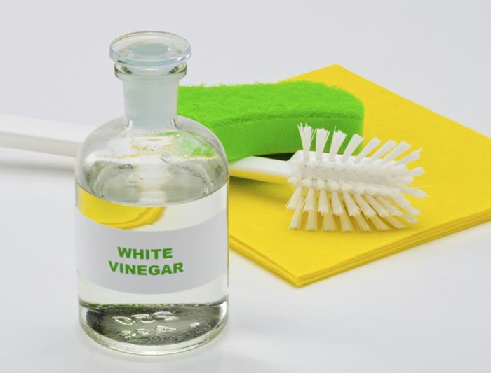 vinaigre blanc pour nettoyer votre canapé en tissu