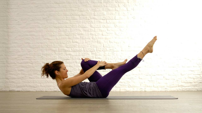 étirement pilates exercices one leg strech