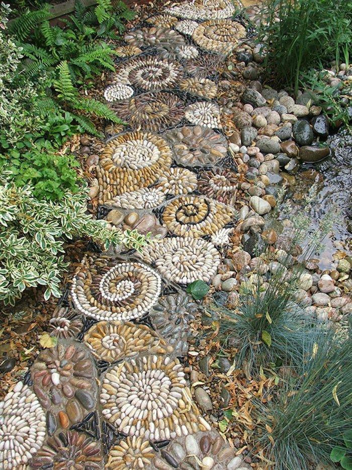 allée de jardin en cailloux mosaïque