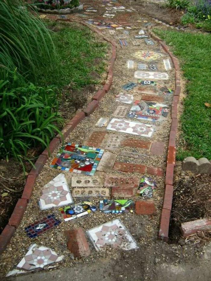 allée jardin céramique et briques cassées