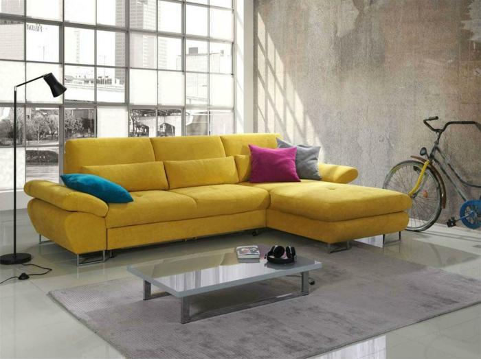canapé d'angle convertible très joli en jaune avec coussins