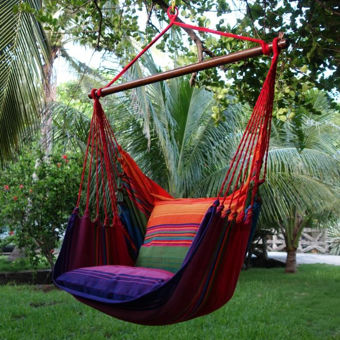 chaise hamac en couleurs vives pour relaxer