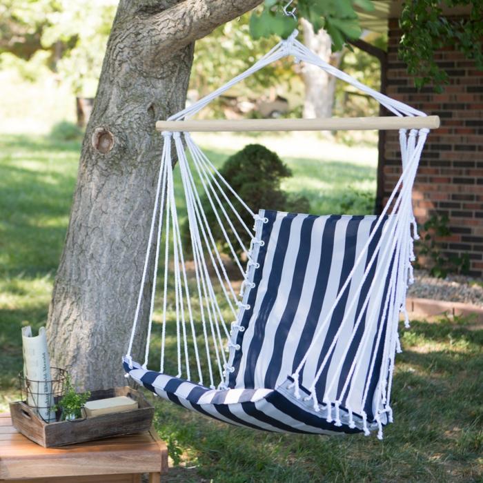 chaise hamac confortable en blanc et bleu