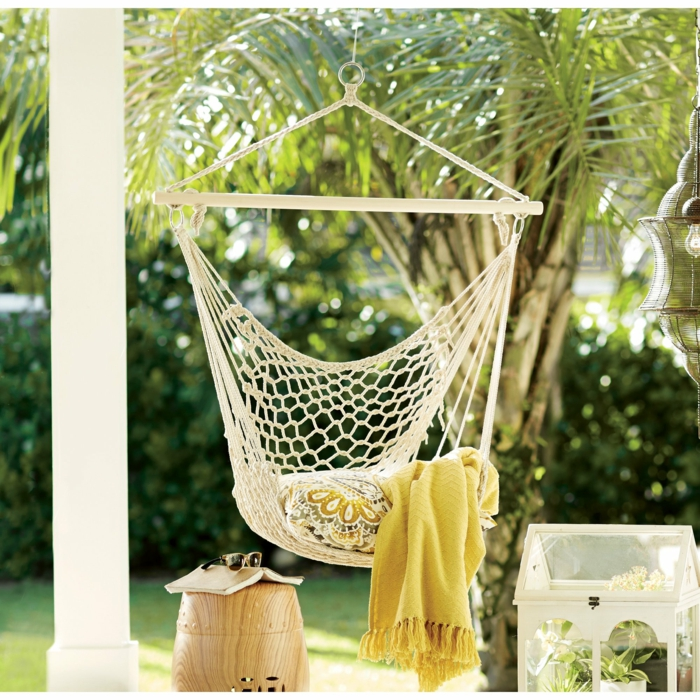 comment décorer le jardin avec une chaise hamac