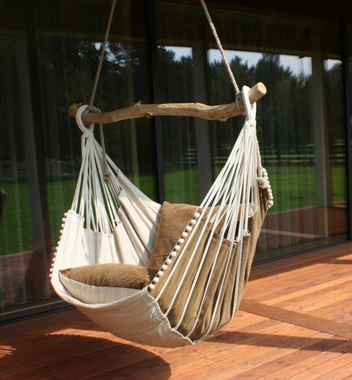 chaise hamac installée à la terrasse
