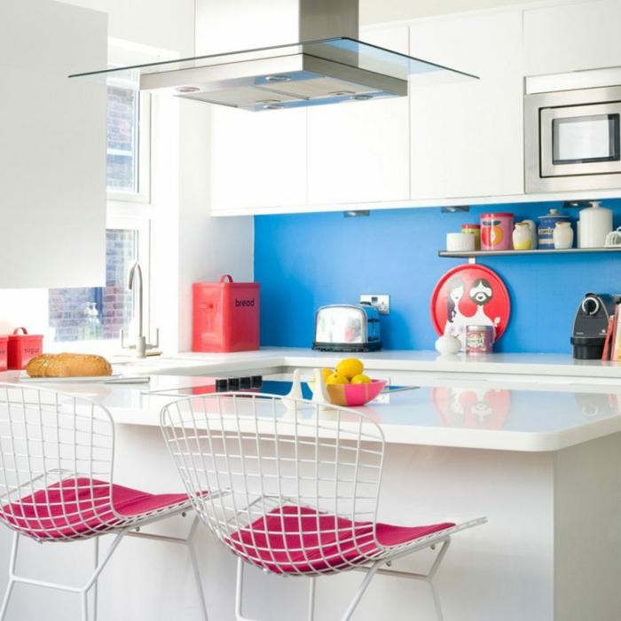 chaises de cuisine avec galettes roses