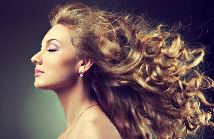 n'hésitez pas à utiliser l'huile de ricin pour stimuler la croissance des cheveux