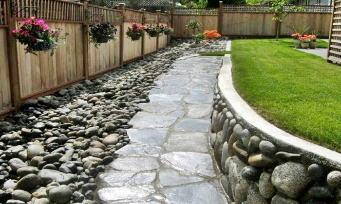 cour de jardin allée de pierres