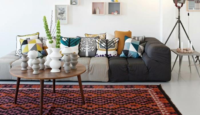 beaucoup de coussins pour votre canapé confortable