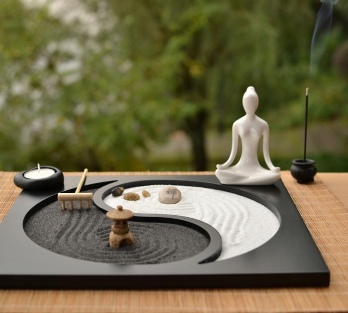 diy jardin zen miniature avec une bougie et statue