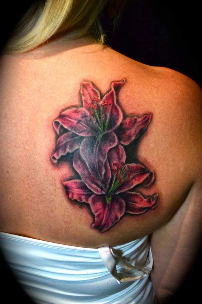 femme lys tatouage